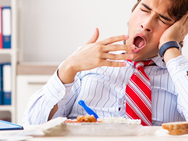 Tips Untuk Menghindari Kantuk Saat Selesai Makan Siang